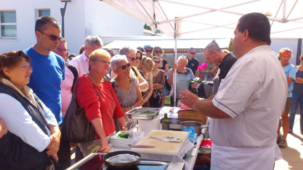 Démonstration de cuisine sur le marché de st-pierre d'Oléron